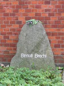 450px-Brecht_Grave